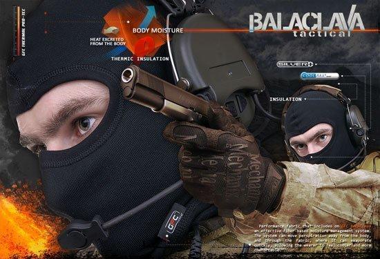 kominiarka termoaktywna/balaclava; mężczyzna w mundurze mierzy z repliki pistoletu