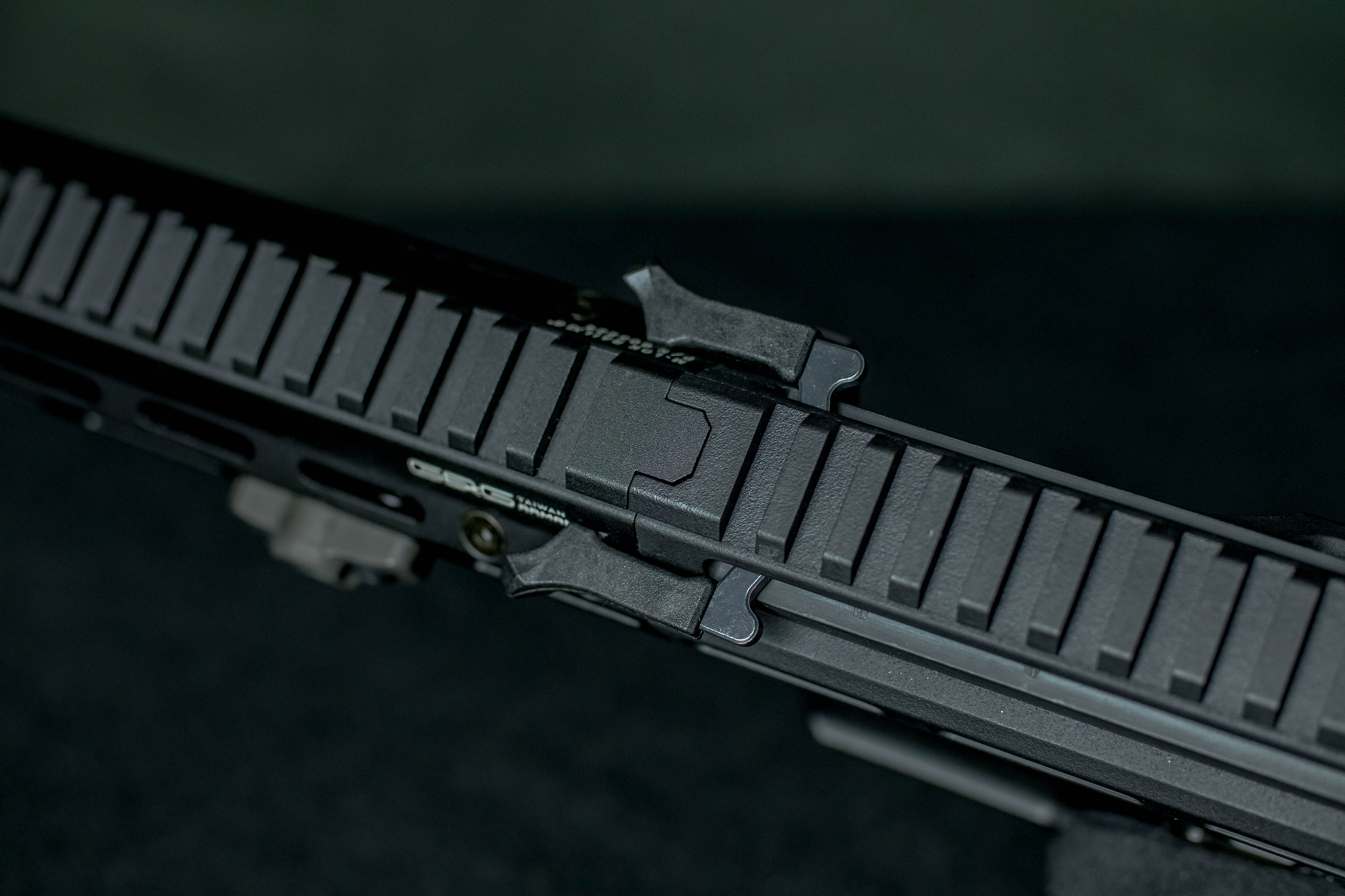 handguard link with body
